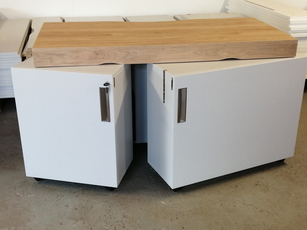 Foldable desk doors