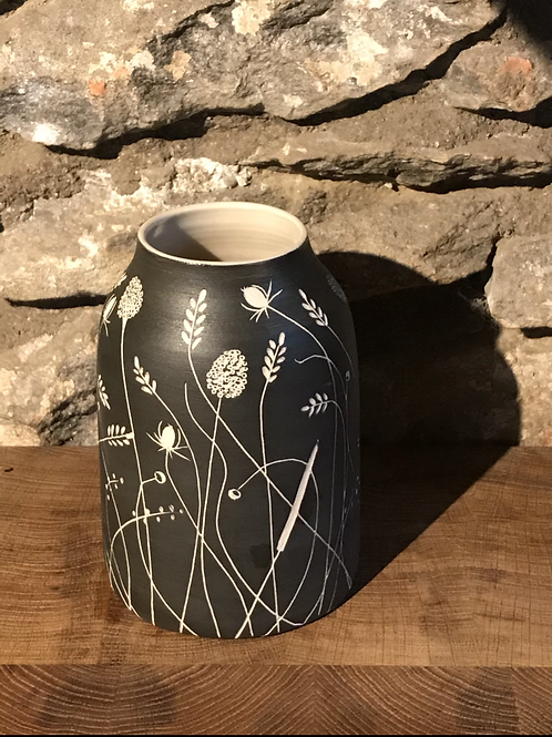 Black hedgerow dome vase
