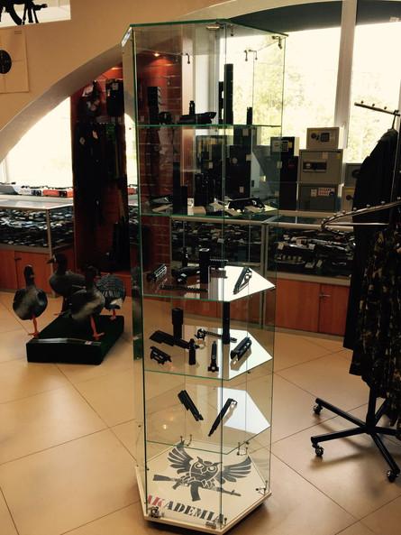 """Открыта фирменная витрина Академии в оптово-розничном магазине """"ТЕМП"""" в городе Климовск."""