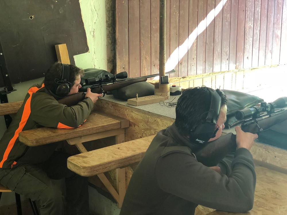 Im Schießkino könnt ihr mit echten Waffen schießen!