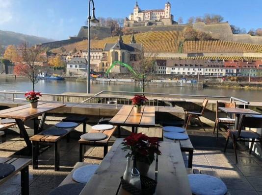 Bei sonnigem Wetter kann man den Blick auf die Festung genießen.