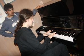 unter musikalischer Begleitung
