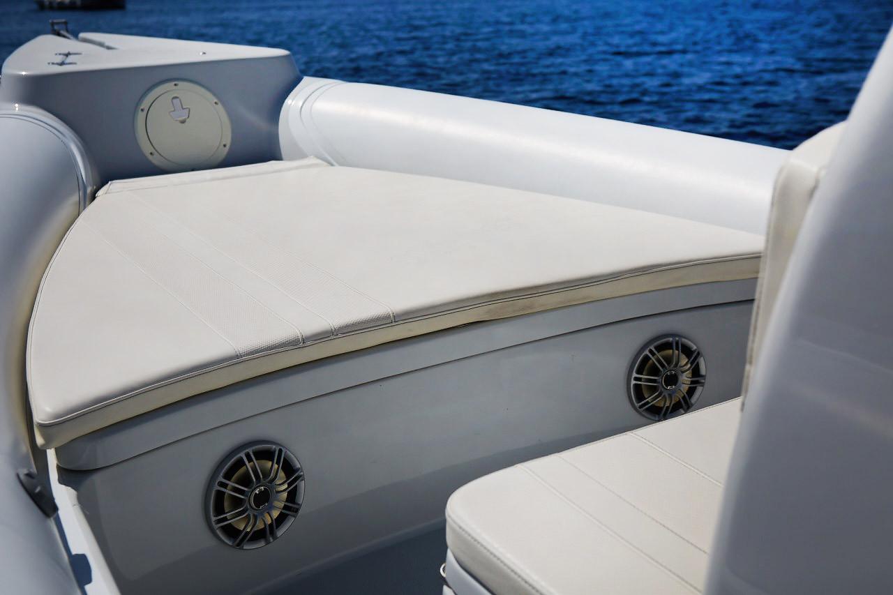 Skipper 854U Bow