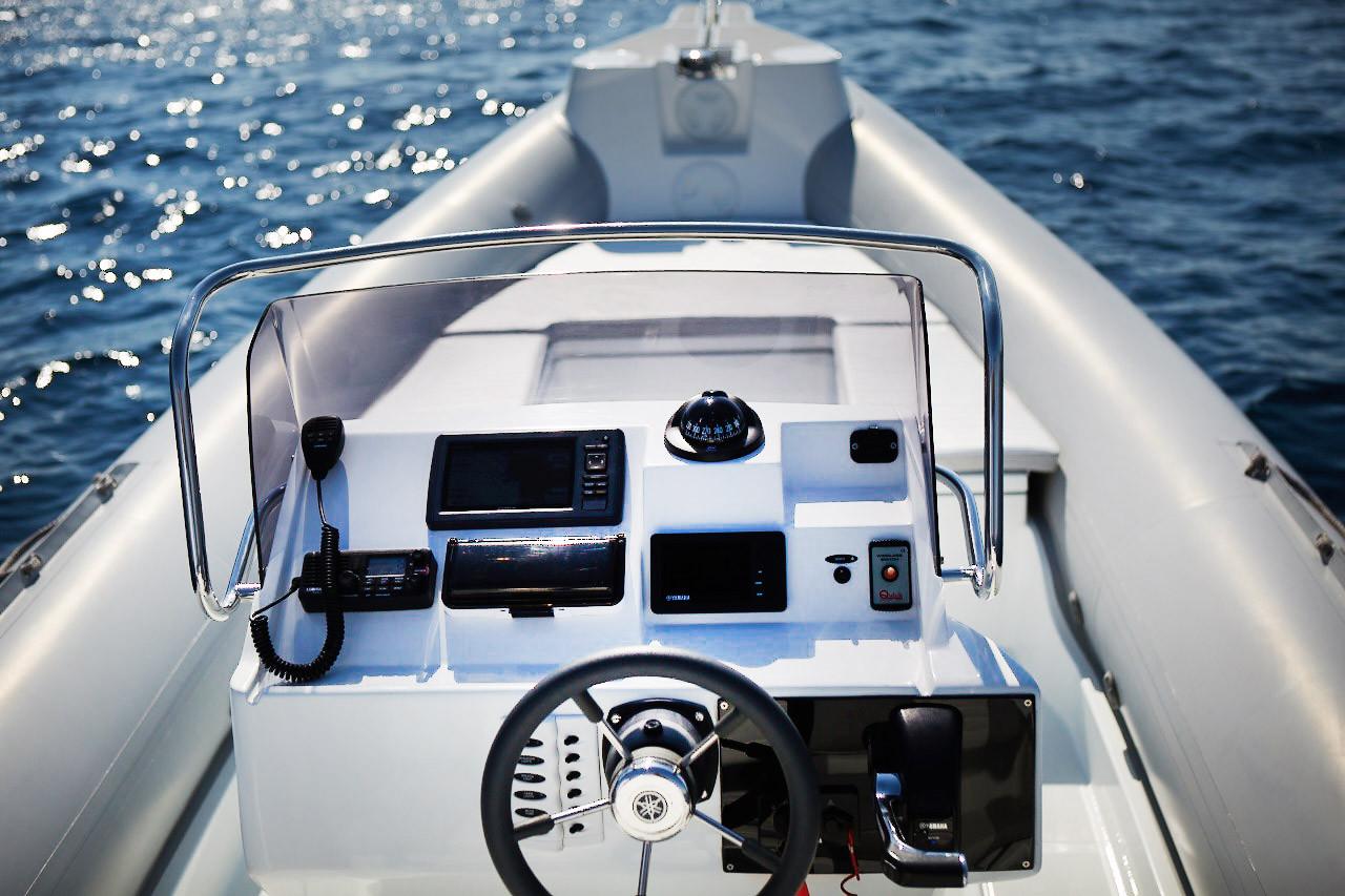Skipper 780S Cockpit & Bow
