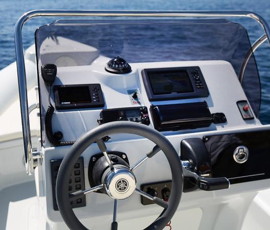 Skipper 854U Cockpit