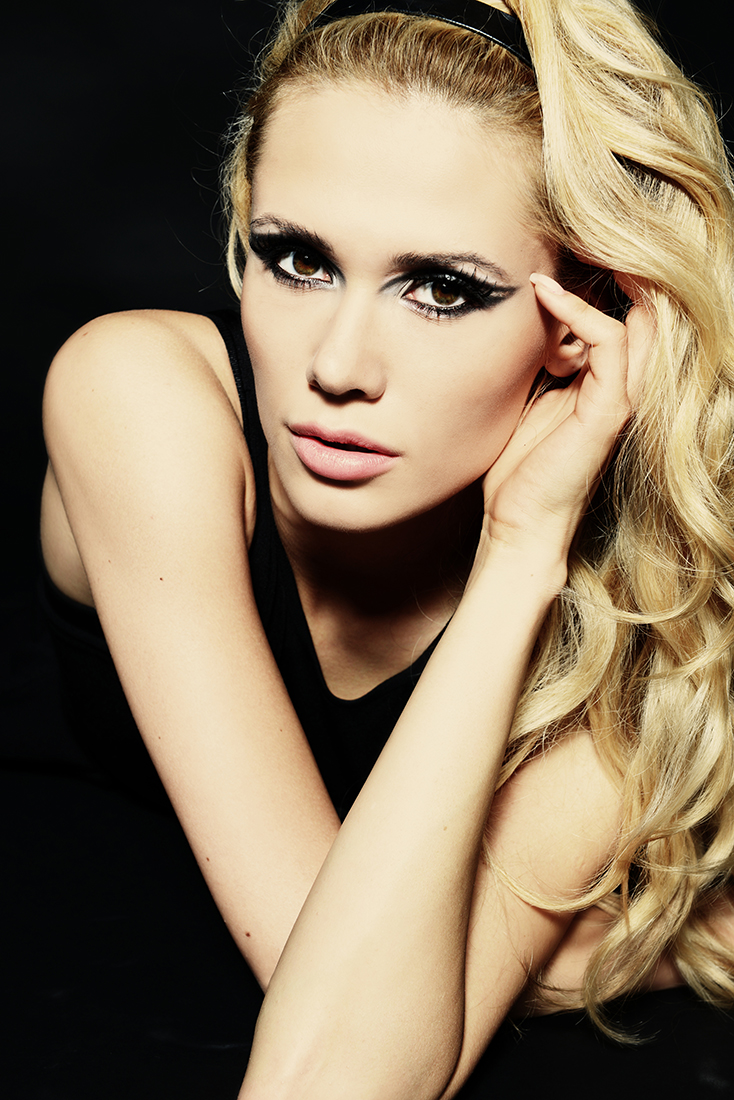 ritratto studio make up blonde