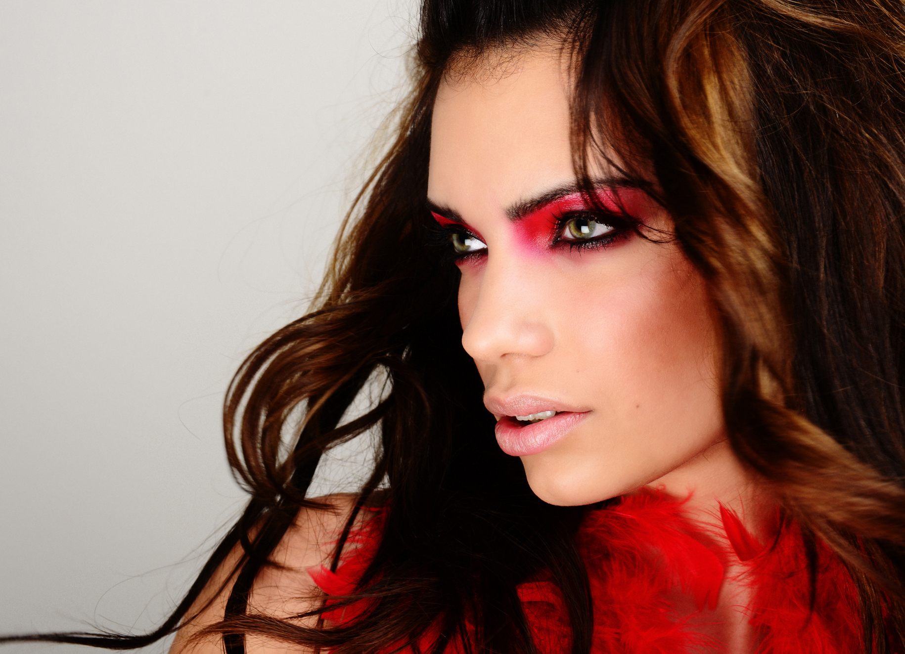 ritratto studio make up red