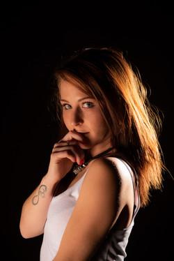 2020-10-14_Aurélie_-_studio_fond_noir_c