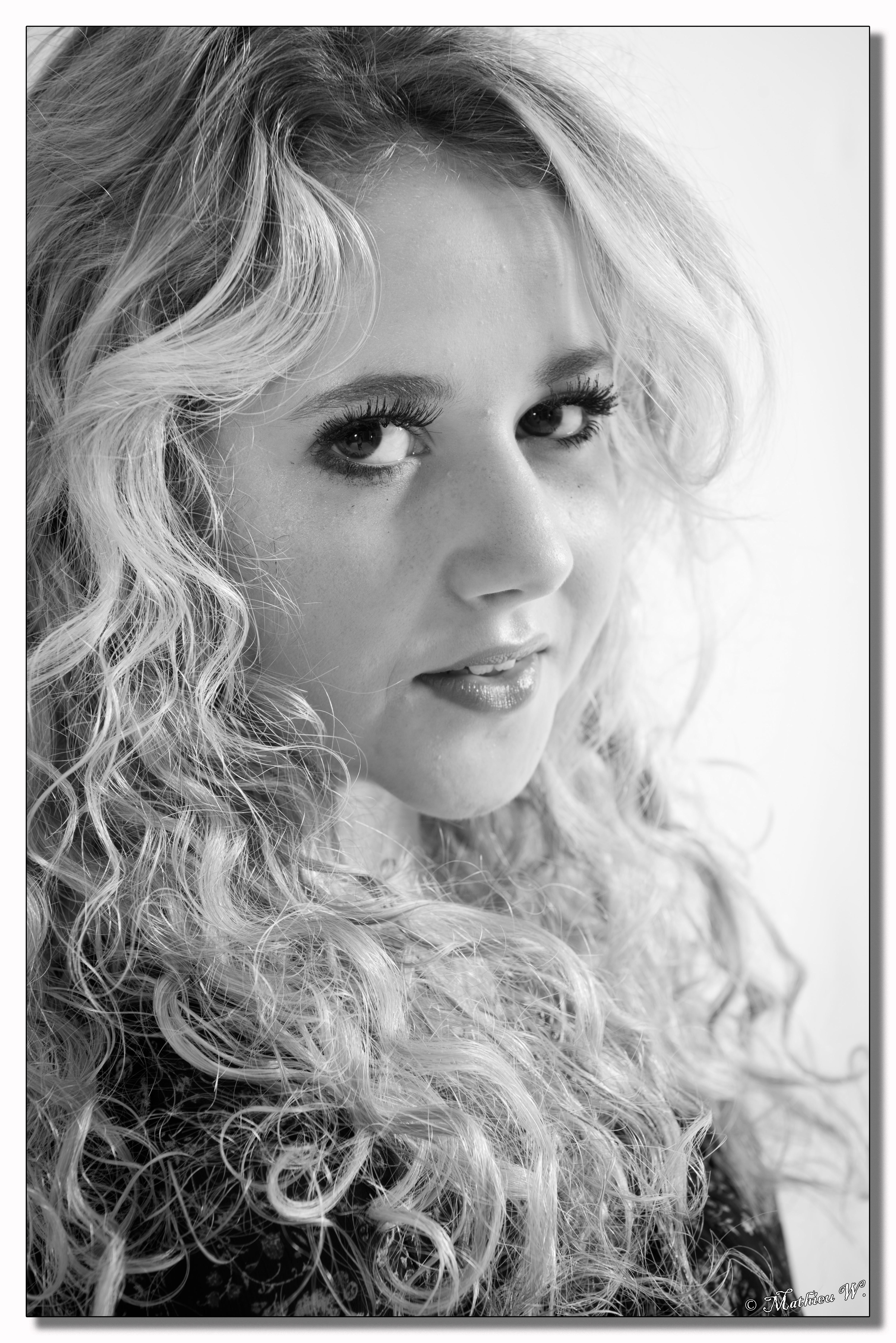 2015-06-08 Alycia Blant studio fond blanc (27)