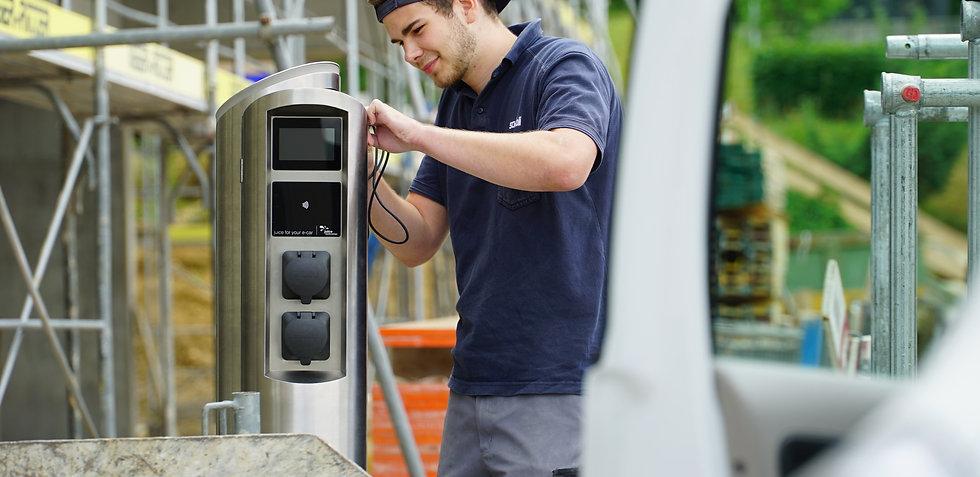 Juice Tower 2 Elektroauto Ladesäule wird installiert