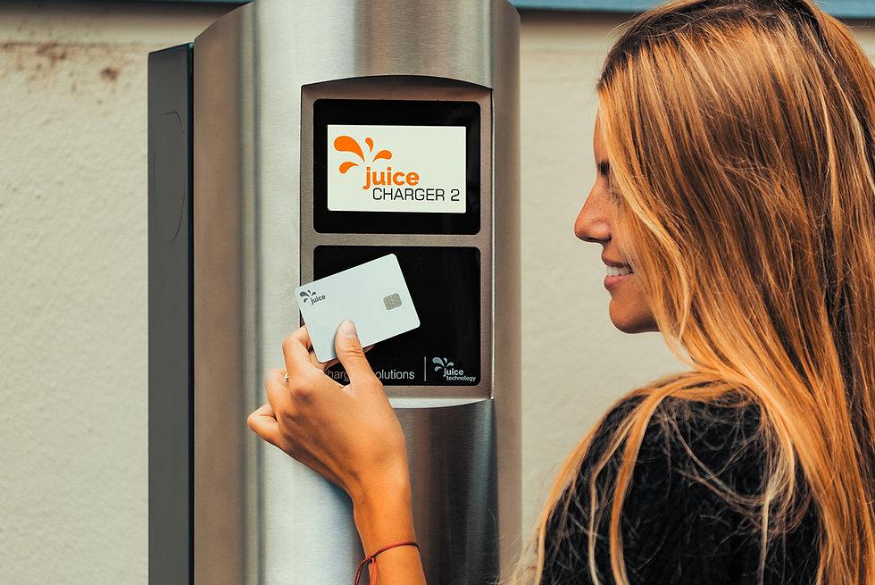 Juice Charger 2 Ladestation wird per NFC freigeschalten