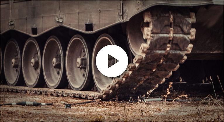 Juice Booster 2 wird vom Panzer überfahren