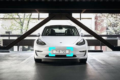 Tesla Model 3 parkiert