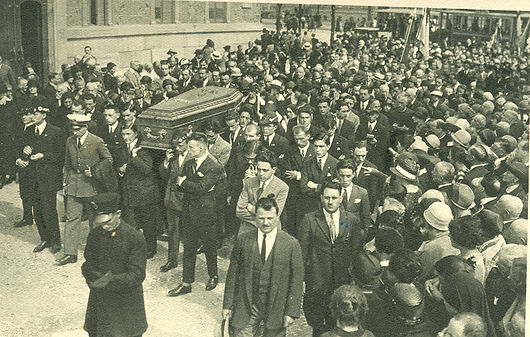 Pier Giorgio's funeral with thousands of people attending