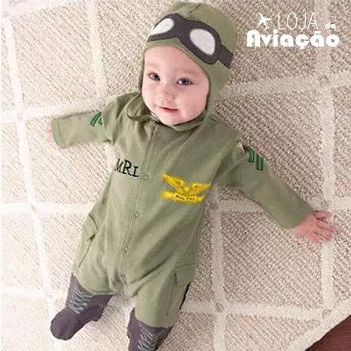 Macacão de  bebê aviador com touca