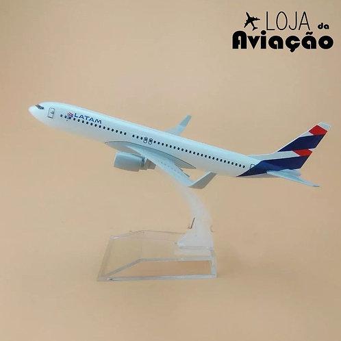 Avião miniatura metal Latam Boeing B737