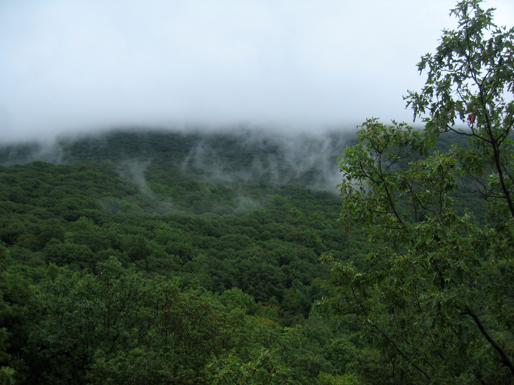 storm-clouds-yellow-trail-breakneck-ny