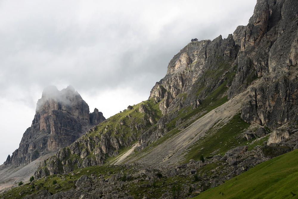 giau-pass-dolomites-italy-summer