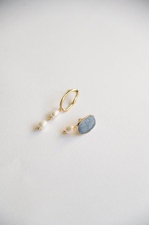 Ivorie Mismatched Earrings in ocean
