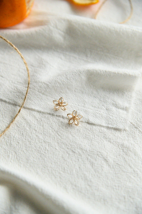 Posy Studs in gold