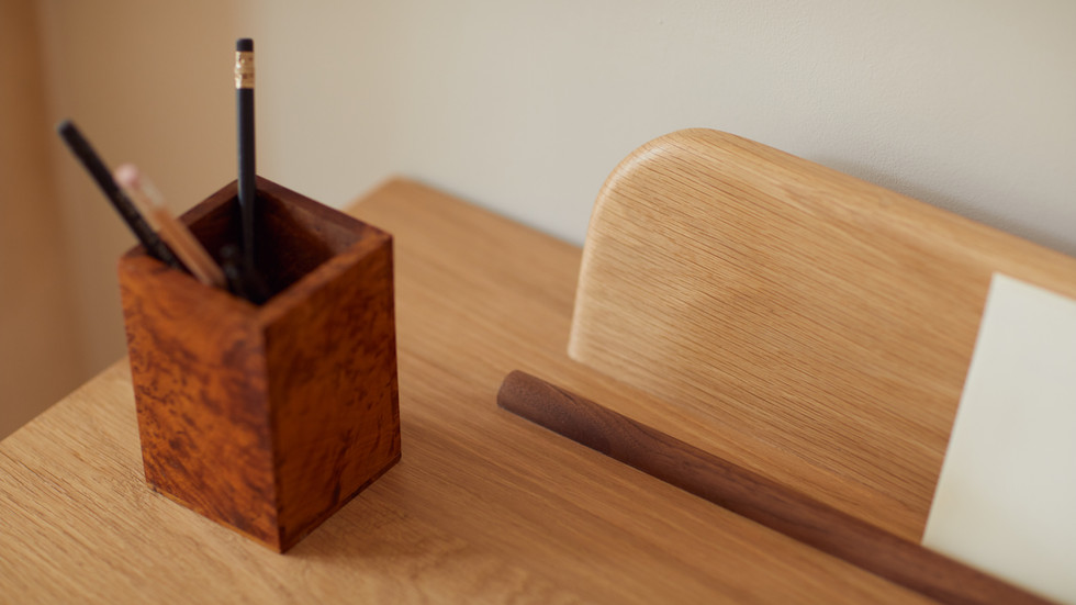 Aish desk detail 1.jpg