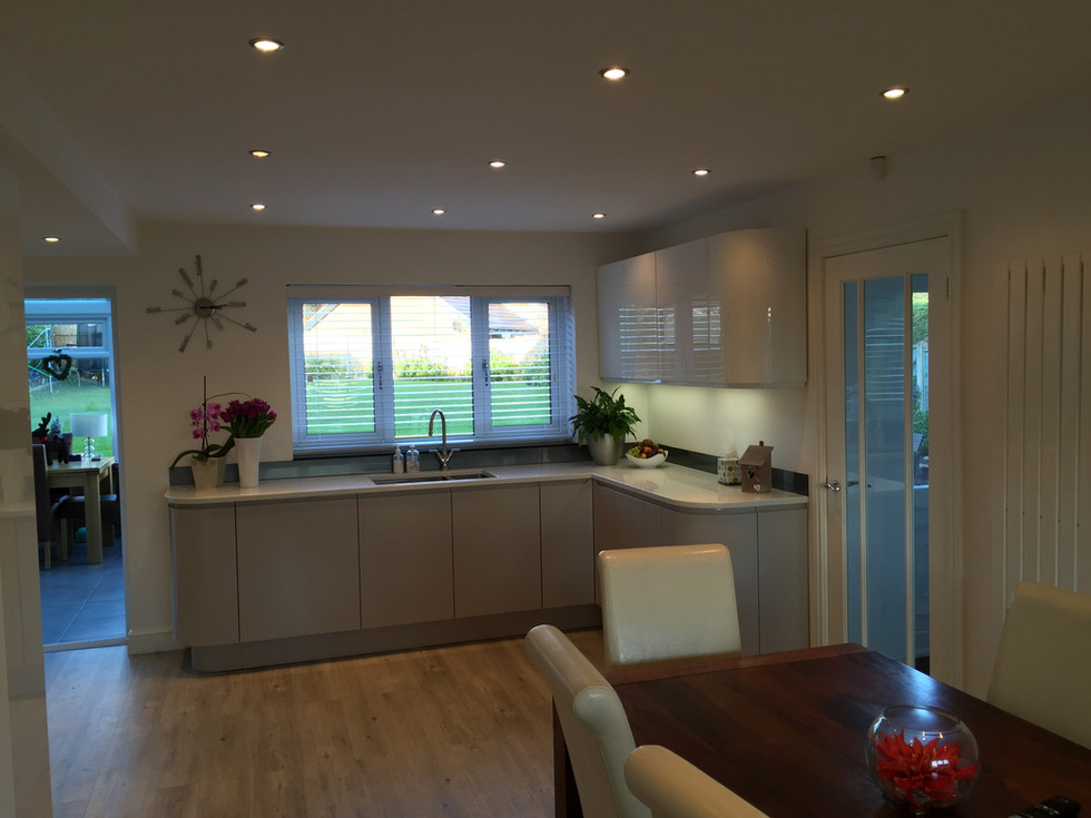 Gloss fitted kitchen with Quartz worktops and Bosch appliances