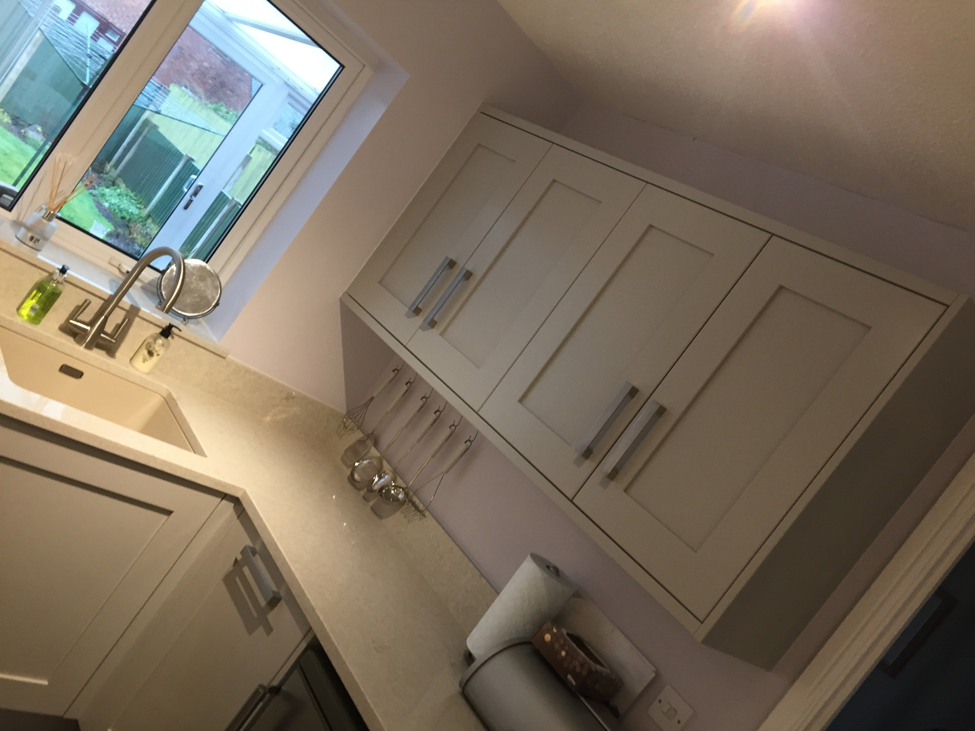 Fitted kitchen in painted oak with quartz worktops and Bosch appliances