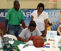 Erica Woods signs letter of intent