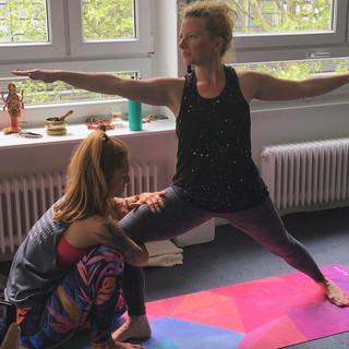 The Art of Assisting - Fortbildung für Yogalehrer*innen mit Anna und Katja