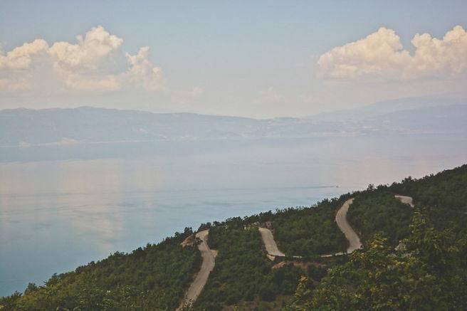 la strada tortuosa del parco galicica per raggiungere Stenje