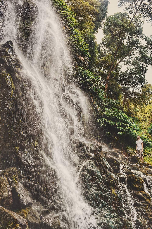Mattia alle cascate più alte delle Azzorre