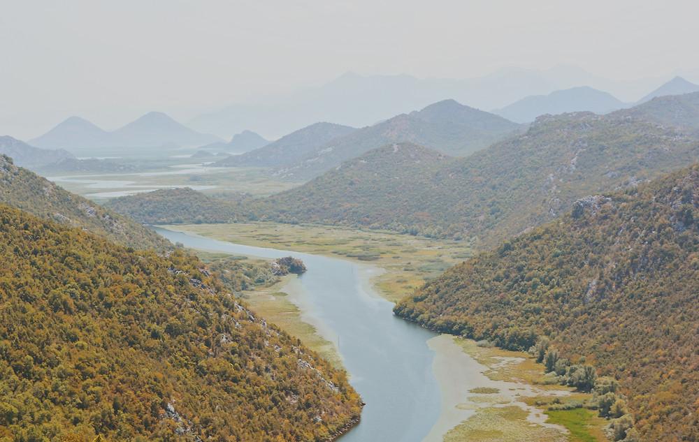 vista dalla terrazza sul canyon crnojevica in Montenegro