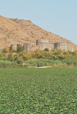 il carcere di Grmozur nel lago scutari