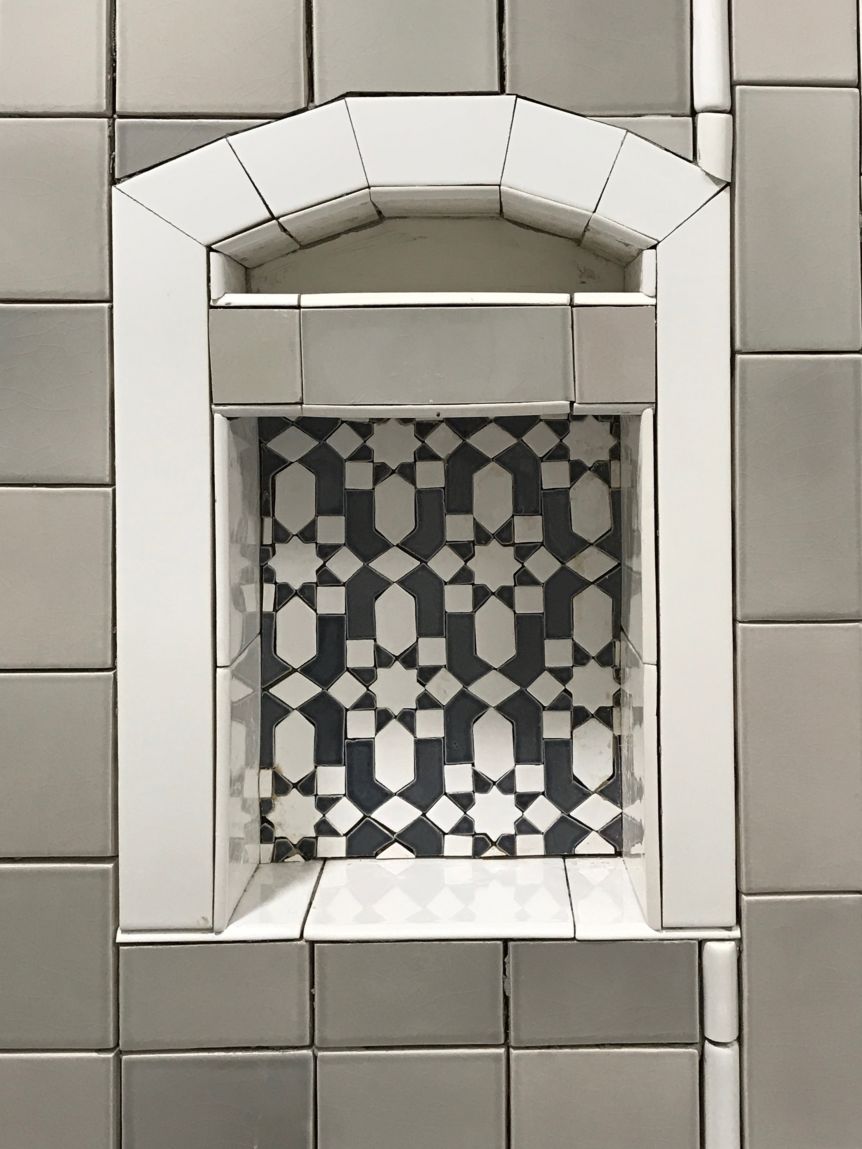 San Diego Showroom Shower Niche