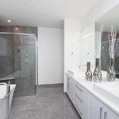 22 Willowbrook-Main Bathroom.jpg