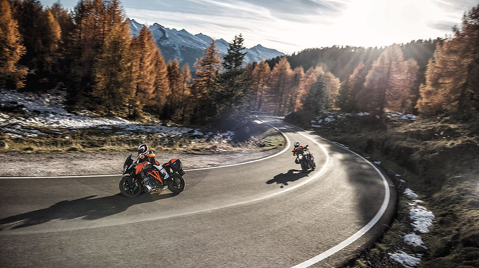2016-KTM-Super-Duke-GT4.jpg
