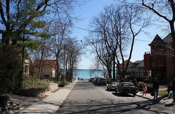 1200px-The_Beaches,_Toronto_-_panoramio.