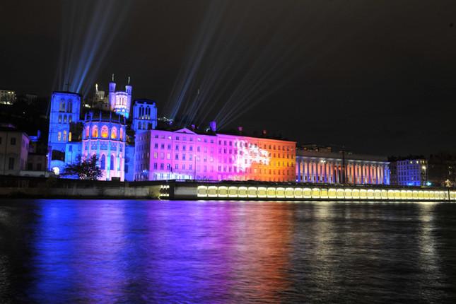 quais-palais-justice-Lyon-illuminations.