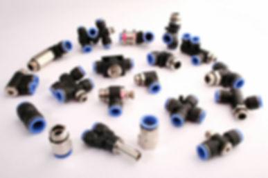pnömatik bağlantı nipel, plastik nipel, düz bağlantı nipel, TE bağlantı, rekor bağlantı, döner dirsek, düşürücü, yülseltici, kruva, LE, YE, redüksiyon,  yanbacak, ortabacak, hızayar dirsek, hat tipi, altıköşe sinter susturucu, yaylı, yaysız, hafif tapa, T, Y,