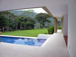 Arquitectura casa U50 con piscina en Anapoima