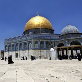 Une mosquée à Jérusalem, une cathédrale en France?