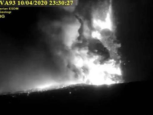 Indonésie: le volcan Anak Krakatau est rentré en éruption