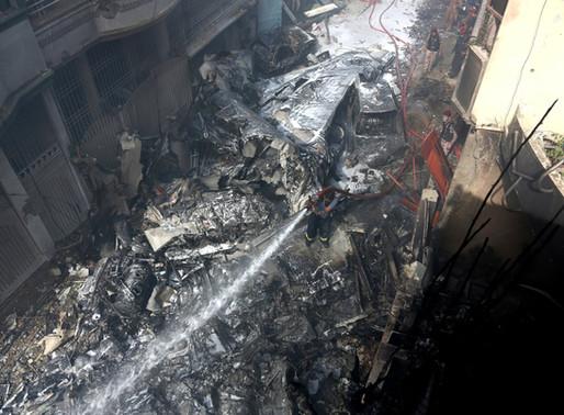 Pakistan: un grave accident d'avion fait plus de 90 morts