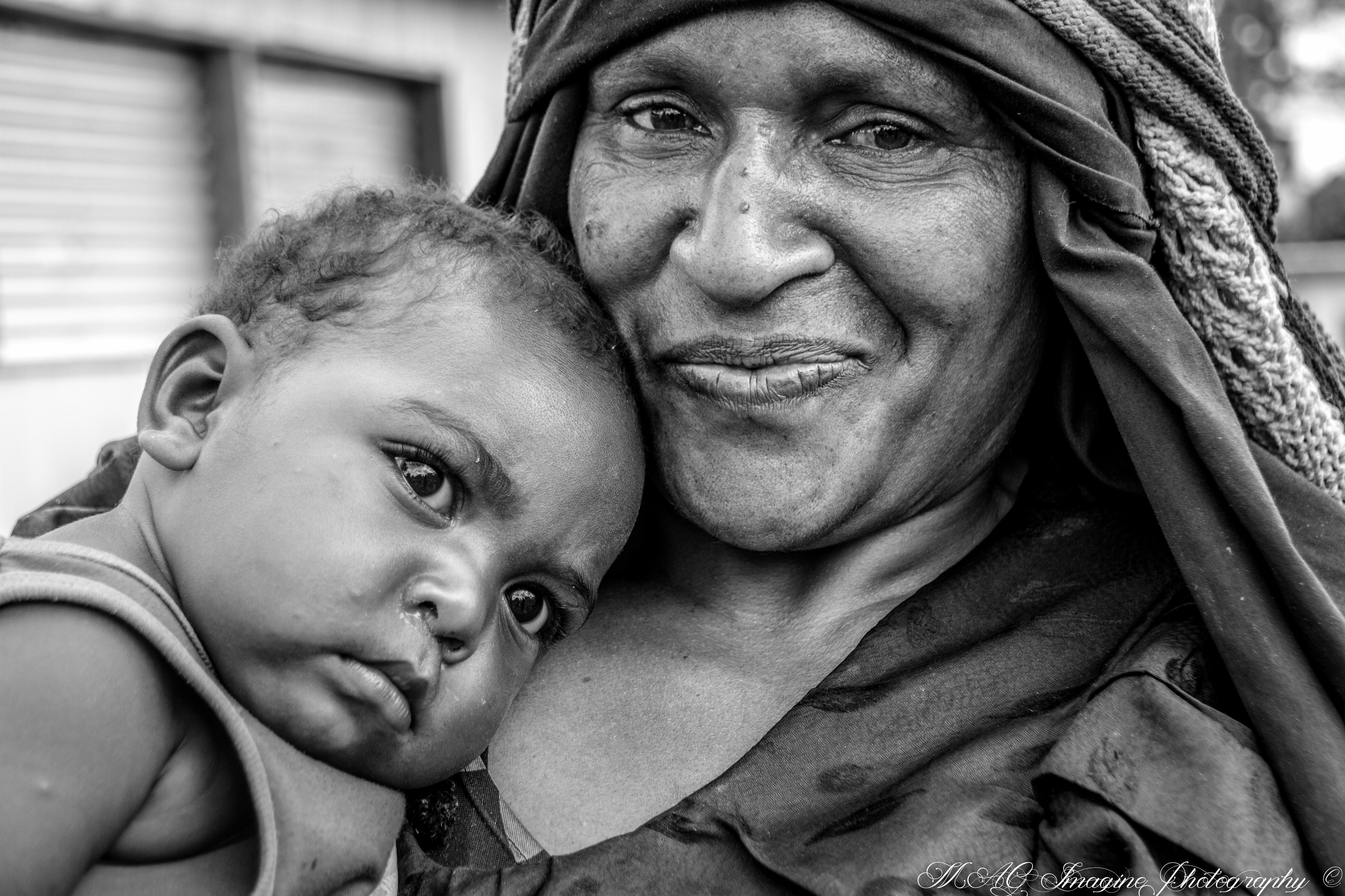 Femme et enfant Hulis