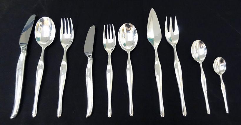 Ménagère métal argenté – circa 1950 – 122 pièces – orfèvre français  Christofle – modèle D