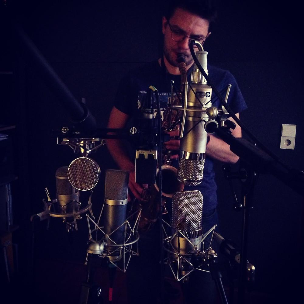 Alexander Gleim, Saxophon. Recording im Tonstudio
