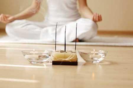O incenso de canela é uma ótima escolha para a meditação