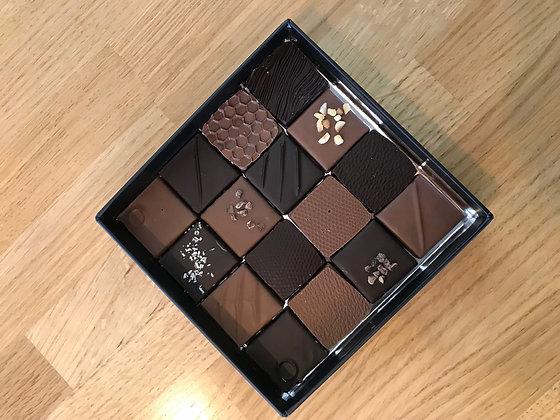 Ballotin de 16 chocolats