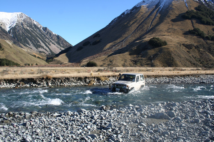 Four-Wheel-Drive-Tours_River-crossing