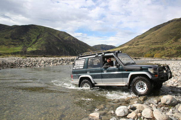 Four-Wheel-Drive-Tours_High-Country-River-Crossing